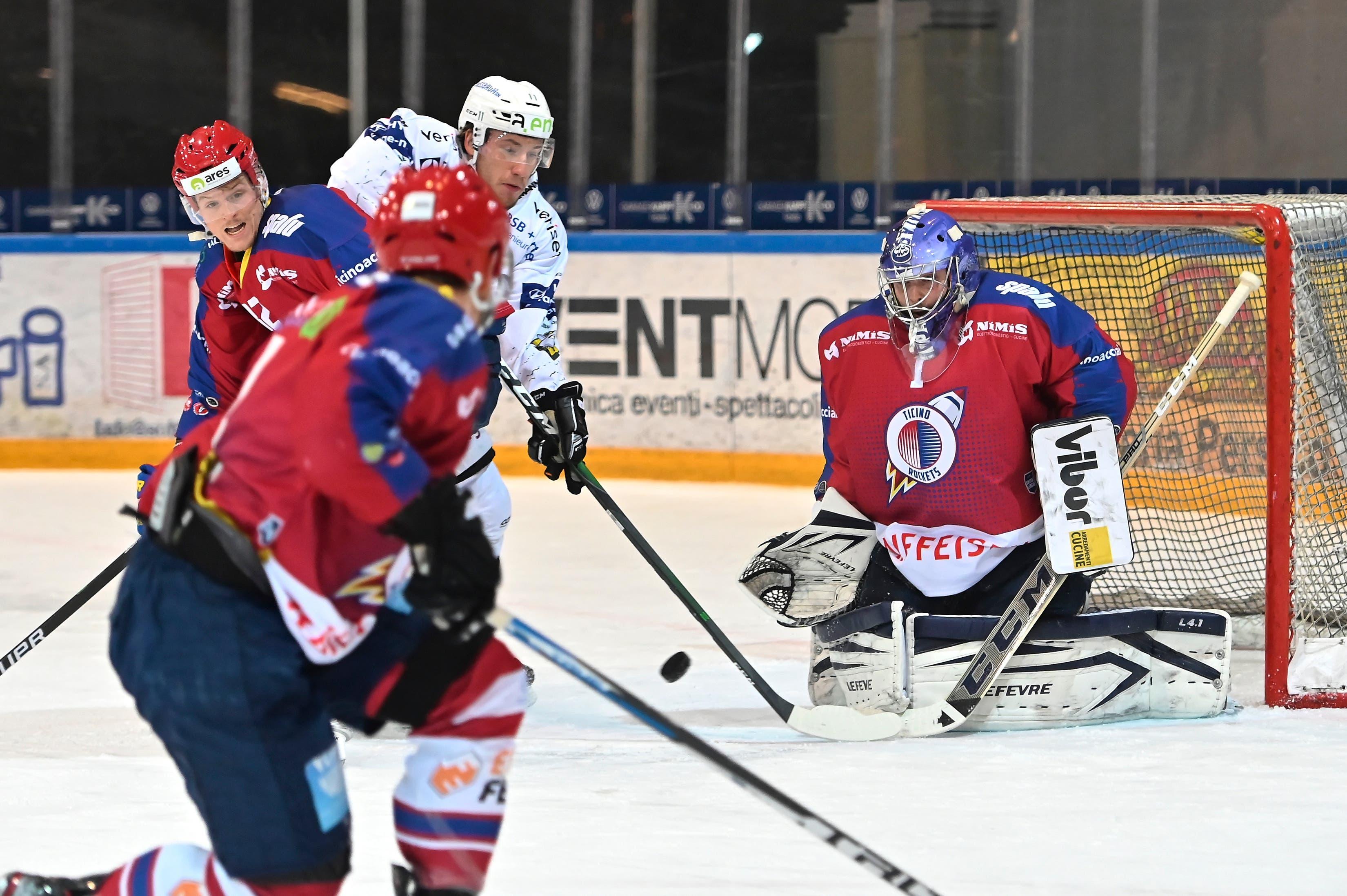 Ambri-Goalie Benjamin Conz macht Olten das Leben schwer.