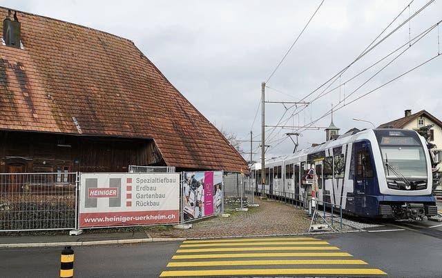 In Hirschthal steht ein Hochstudhaus dem Ausbau der AVA-Haltestelle im Weg.