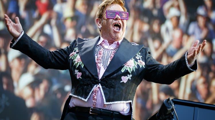 Da war Corona noch eine Biersorte: Elton John bei einem Auftritt vor vollen Rängen am Jazz-Festival Montreux im Juni 2019. (Valentin Flauraud / EPA/29. Juni 2019)