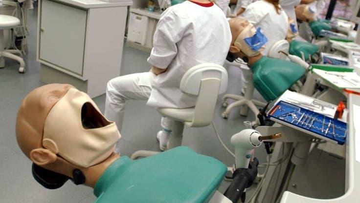 Die Zahnmedizin der Universität Zürich kann sich auf ein neues Zentrum freuen. (Archivbild) (Keystone/Steffen Schmidt)