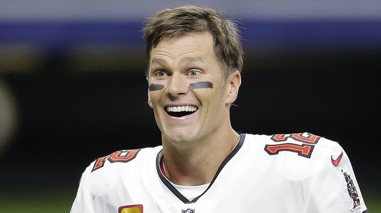 Auf ihn sind beim Super Bowl alle Augen gerichtet: Superstar Tom Brady. (Bild: AP)