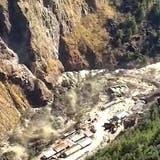 Fluten durch abgestürzten Gletscher - 150 Vermisste