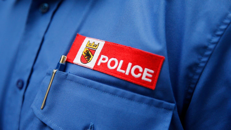 Die Kantonspolizei sucht nach zwei 25-35 jährigen Weissen, die in Biel eine Frau ausgeraubt haben sollen. (Keystone)
