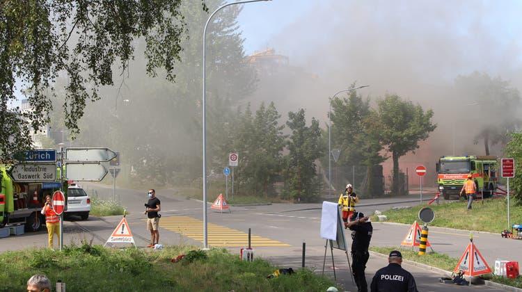 An der Industriestrasse kam es zu einer starken Rauchentwicklung. Die Feuerwehr war den ganzen Tag im Einsatz. (Archivbild) (Carmen Frei (29. Juli 2020))