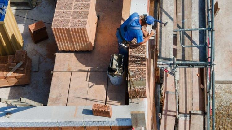 Eine Stiftung für klima- und kostengünstiges Bauen: Bauunternehmer macht Werbung in eigener Sache