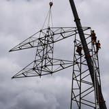 Erdverkabelung abgeschlossen: In Riniken fliegt der alte Strommast davon