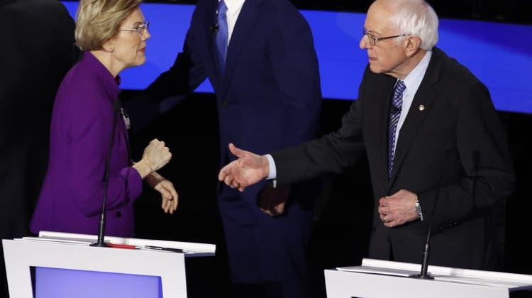 Dicke Luft bei TV-Debatte der Demokraten: Warren verweigert Sanders den Händedruck