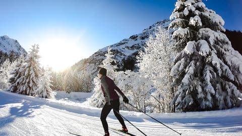 Die Schweiz im Langlauf-Fieber: mit diesen sechs Tipps wird das Abenteuer auf der Loipe zu einem Vergnügen