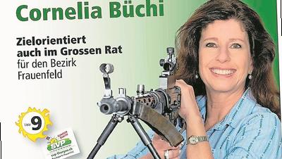 SVP-Frau zieht mit Sturmgewehr in den Wahlkampf – und gerät in einen Shitstorm