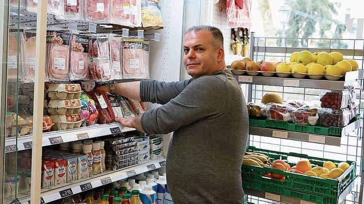 Ein verwaistes Städtchen und ein Kioskinhaber mit Bollerwagen – und Bezahlen ist «Vertrauenssache»