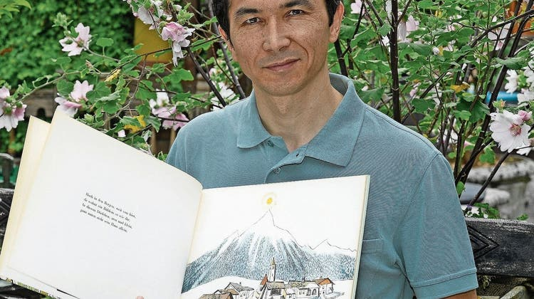 Mustafa Kateb flüchtete aus Afghanistan in die Schweiz – jetzt übersetzt er Kinderbücher