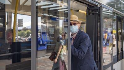Ab Montag gilt:Maske auf in Zug, Tram und Bus – doch wer soll das kontrollieren?