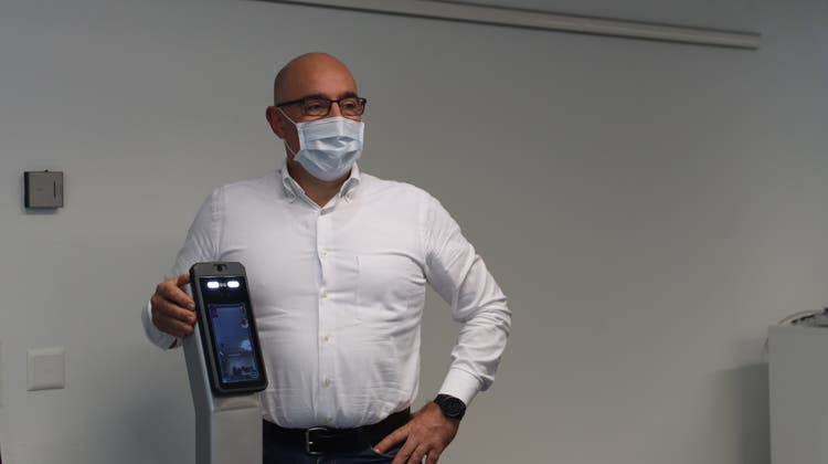 Diese Kamera misst die Körpertemperatur – lässt sich auch mit Schiebetüren verbinden