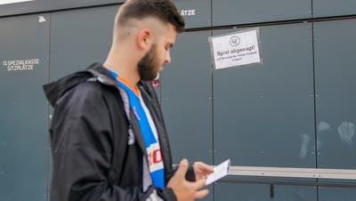 Nach zwei Coronafällen im Schweizer Fussball steht die Saison vor dem Scherbenhaufen