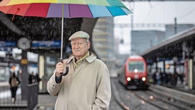 Er findet überall Spannendes: Wir trafen Schriftsteller Franz Hohler am Bahnhof Oerlikon