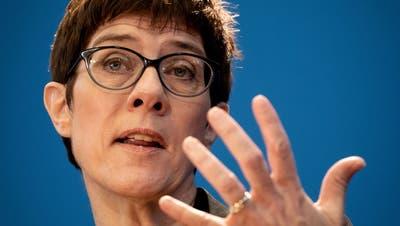 Annegret Kramp-Karrenbauer wird Ministerin: ein Wechsel mit Risiko