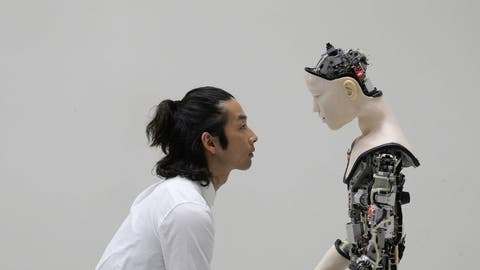 Werden Roboter uns ähnlicher– oder doch eher wir ihnen?