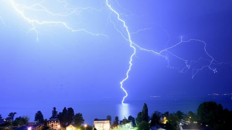 Nach der Tropennacht: Jetzt kommen die ersten Gewitter, am Abend folgen Starkregen und Hagel
