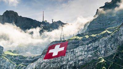 Im zweiten Versuch: Die grösste Schweizerfahneziert einmal mehr den Säntis
