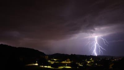 Starkregen, Hagel, Blitze und Windböhen: Dieses Wetter erwartet uns am Wochenende
