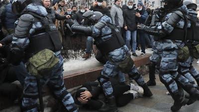 Mit Schneebällen gegen Schlagstöcke: Eindrücke von den Nawalny-Protesten in Moskau