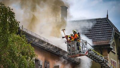 Bei einem Haus-Brand in St.Galler rettet sich ein Mann aufs Dach - Verbleib mehrer Bewohner unklar