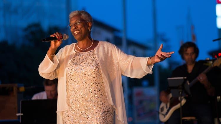 Jubiläumsausgabe Sommer Gospel: Lokalmatadorin besingt die Hoffnung mit kraftvoller Stimme