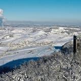 Über dem Schnee: Der Cheisacherturm wird zum Besuchermagneten