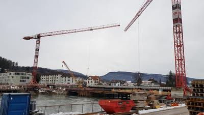 Neue Kettenbrücke: Endlich ist auch der zweite Kran da