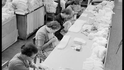 Zeitgeschichte im Bild: Aargauer Unterwäsche – bei Bise eine Wohltat