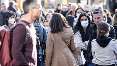 Maskenpflicht bald im Freien? Deutschschweizer Kantone rebellieren gegen den Bundesrat