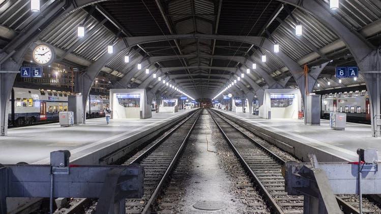 Leere Bahnhöfe, verlassene Seepromenaden, verwaiste Plätze: Die Schweiz als «Geister-Land» in 25 Bildern