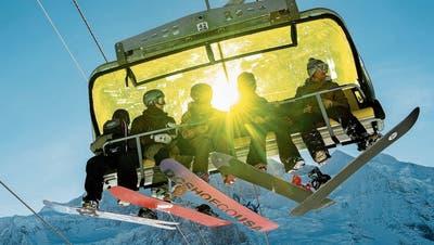 Offiziell: Halsschal ersetzt Schutzmaske – was getan werden muss, damit die Skisaison trotz Corona erfolgreich wird