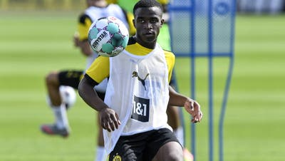 Jetzt ist er 16 Jahre alt und darf in der Bundesliga ran: Deutschlands irrer Hype um Wunderkind Youssoufa Moukoko