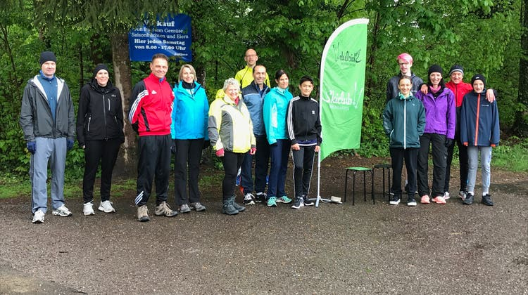 Für das Foto kurz zusammen gestanden: 10 Aktive und 4 Junioren des Skiclubs Bremgarten
