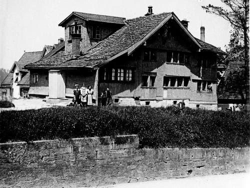 Die Liegenschaft Härtsch an der Bahnhofstrasse in St.Fiden. Das Bild ist nicht datiert.