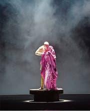 John Daszak in der Rolle des verkrüppelten Alviano Salvago. (Bild: Monika Rittershaus)