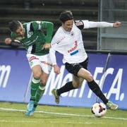 Linus Hallenius (rechts) im Trikot des FC Aarau (Bild: key)