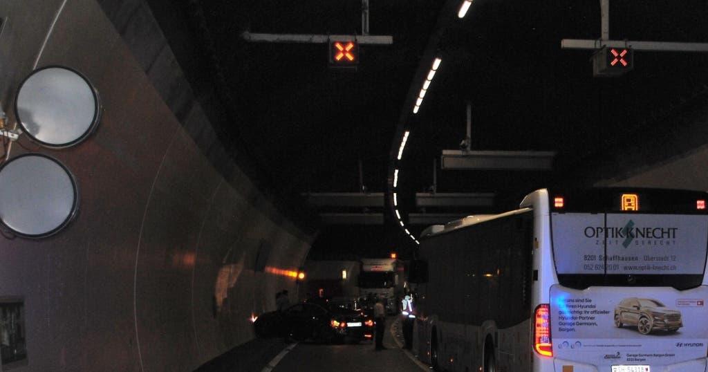 vier verletzte bei unfall in tunnel auf a4 in schaffhausen. Black Bedroom Furniture Sets. Home Design Ideas