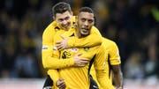 Sollen mit YB gegen die Glasgow Rangers punkten: Guillaume Hoarau (r.) und Christian Fassnacht treffen in der Europa League auf den Gast aus Schottland. (Bild: Keystone)