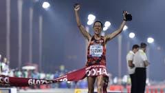 Schnell wie ein Auto? Yusuke Suzuki gewinnt das Rennen über 50 Kilometer Gehen. (Bild: Keystone)
