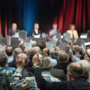 Eine Generalversammlung der Solarfirma Meyer Burger. (Bild: Peter Schneider/Keystone, Thun, 2. Dezember 2016)