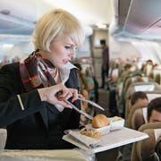 Eine Swiss-Flugbegleiterin auf der Strecke Zürich–Chicago. (Bild: Christian Beutler/Keystone (29. April 2013)