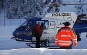 Mit einem Polizei-Heli suchte man aus der Luft. (Bild: Geri Holdener/ Bote der Urschweiz)