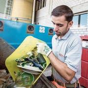 Alex Moser, Leiter des Technischen Dienstes der Gemeinde, ist für die Sammelstelle verantwortlich. Bild: Pius Amrein (2.August 2018)