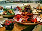 Strand und Speisen – beides ist schön anzusehen und in der Kombination offenbar unschlagbar. Das Restaurant Speedos in Sydney wurde eben als «most instagrammable» Café ausgezeichnet. Bild: Speedos Cafe