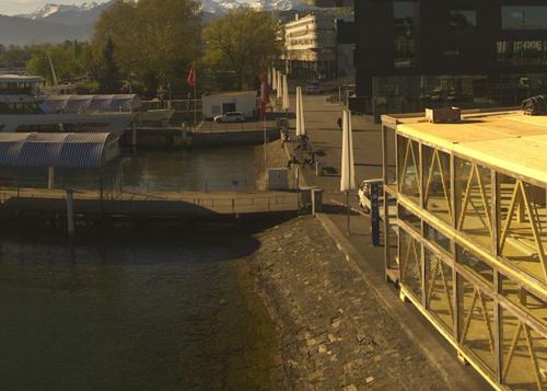 Am Donnerstagmorgen war schon der zweite Stock vom «Quadrin» sichtbar. (Bild: Webcam KKL)