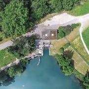 Gleich neben der Murg: Das Wasser des EW-Weihers fliesst in ein Kleinkraftwerk ab. (Bild: Olaf Kühne)