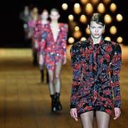 Wichtiger Tessiner Wirtschaftszweig: die Modebranche. (Bild: Pascal Le Segratain/Getty (Paris, 27. Februar 2018)