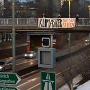 Das Transparent hat eine Busse zur Folge. (Bild: pd)